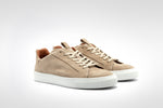 Laden Sie das Bild in den Galerie-Viewer, Sneaker // Court // Suede // Beige