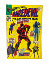 Load image into Gallery viewer, Marvel Comics Group Daredevil #27 w/ Spider-Man