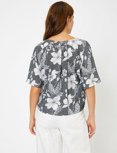 PATTERNED BLACK BLOUSE