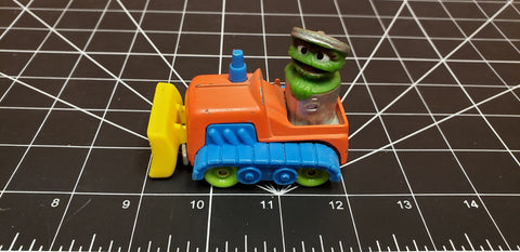 1986 Playskool Sesame Street Oscar The Grouch In Bulldozer Diecast Metal Car