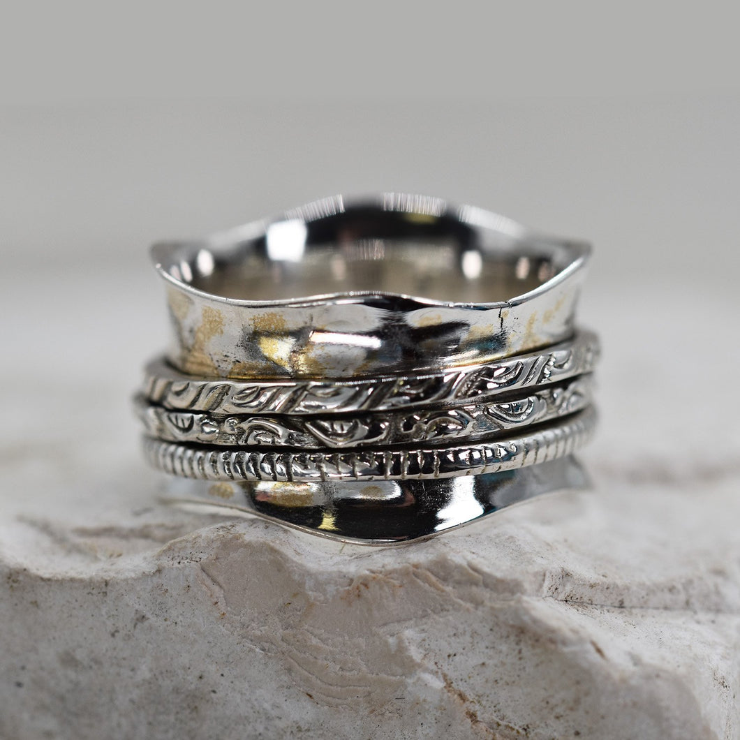 925 Spinning ring with textured  silver spinning band - Size 6
