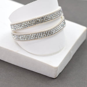 Single strand double wrap bracelet with magnetic clasp