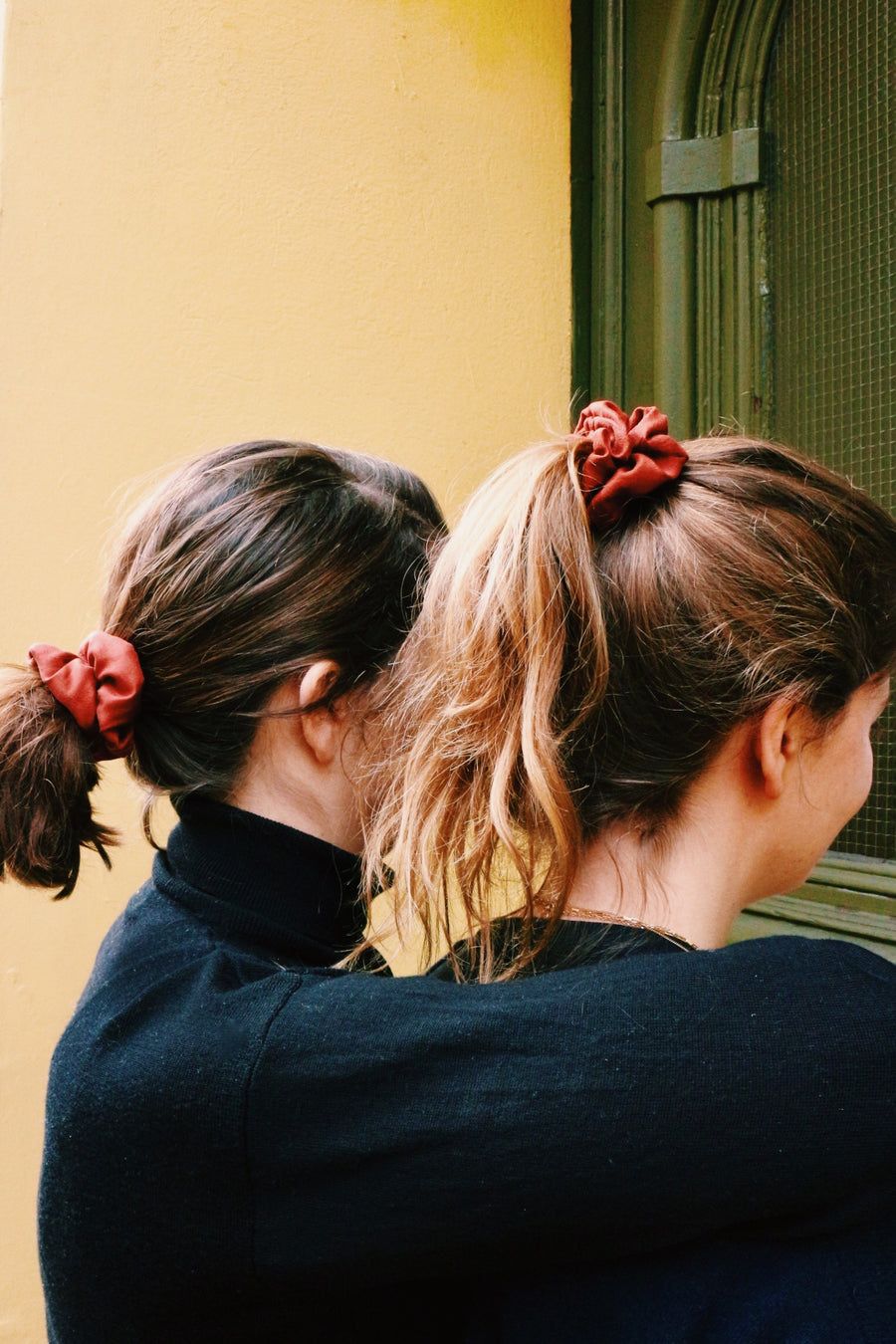 Farzana Scrunchie // red