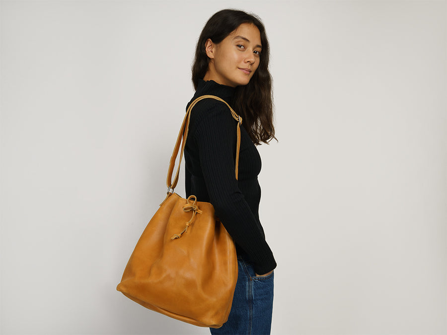 Bucket Bag aus Leder // Camel