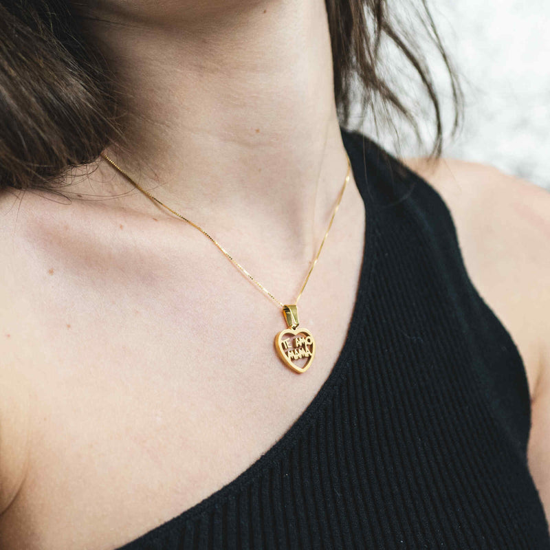 Model Wearing Beautiful Simple Expressive Te Amo Mama Solid Gold Pendant By Jewelry Lane