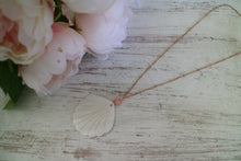 Load image into Gallery viewer, Pearl Shell Rose Gold Necklace