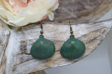 Load image into Gallery viewer, Bronze patina vintage sea shell earrings