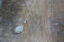 Load image into Gallery viewer, Mother of Pearl Shell Silver Necklace