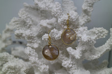Load image into Gallery viewer, Mother of pearl blister shell gold earrings
