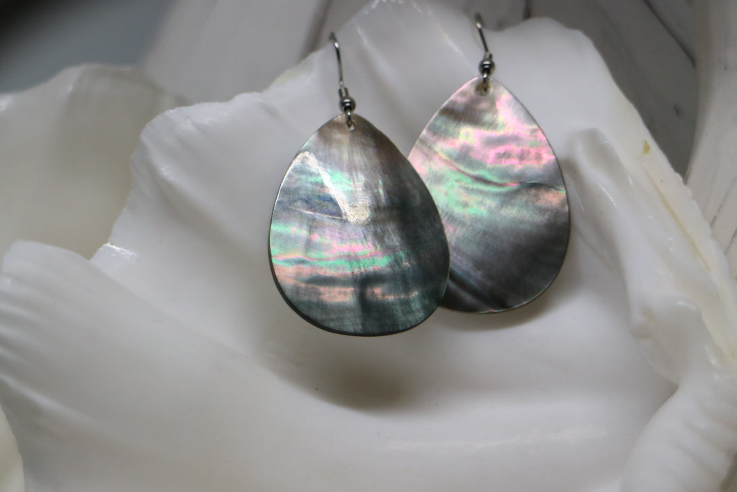 Black mother of pearl shell silver earrings