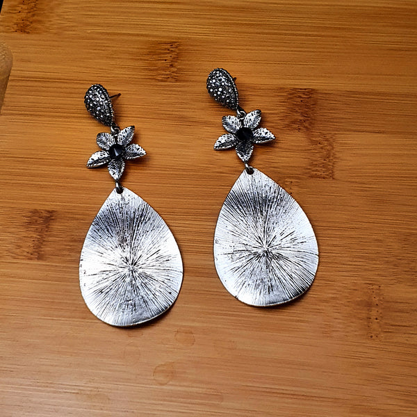 Fashionable Silver White Metal Earring