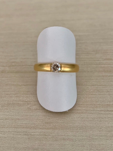 18k Gold Band With Diamond Center Stone