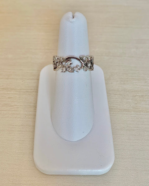 18k White Gold Ring with Diamonds - size 7