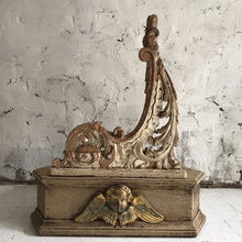 Load image into Gallery viewer, Pair Of Early 19th Century French Carved Brackets