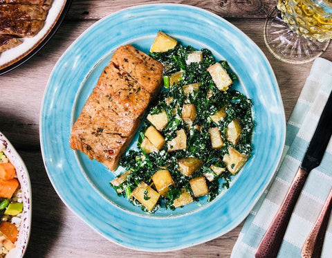 2062 - Salmon Kale Salad with Roasted Potatoes (B7)
