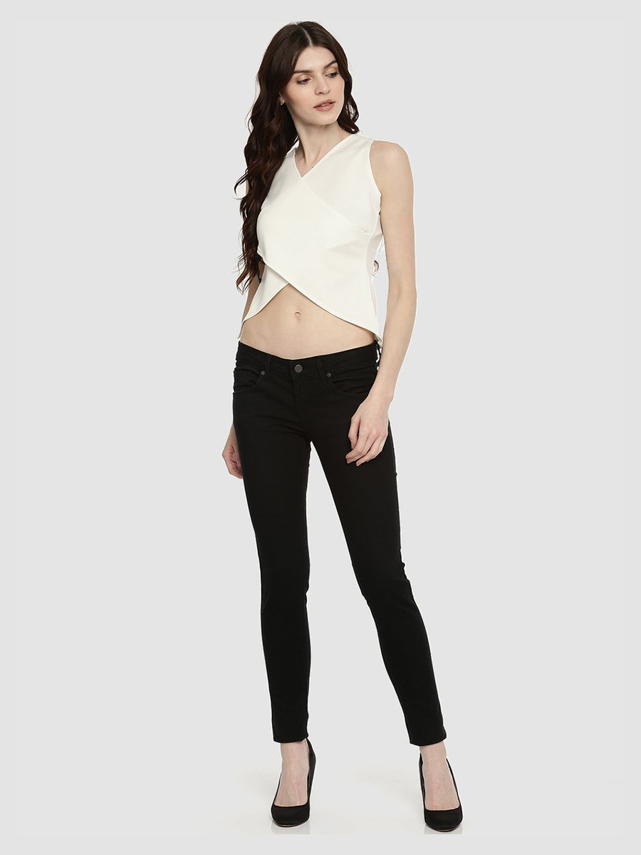 White Plain Sleeveless V-Neck Waist Length Top