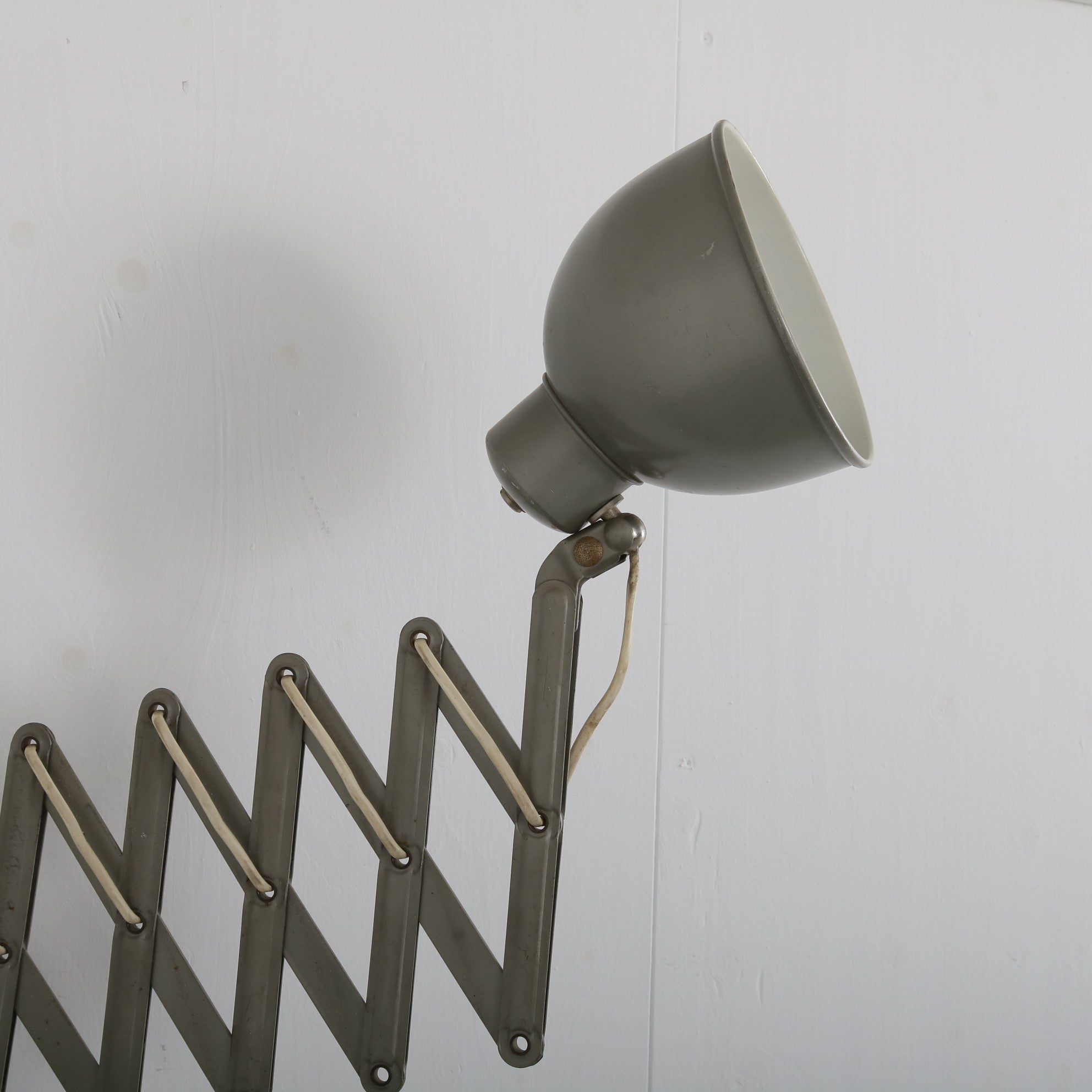 Tweedehands design 1950s Industrial scissor lamp manufactured in Germany