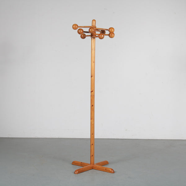 Tweedehands design 1960s Pine wooden coat rack manufactured in Sweden