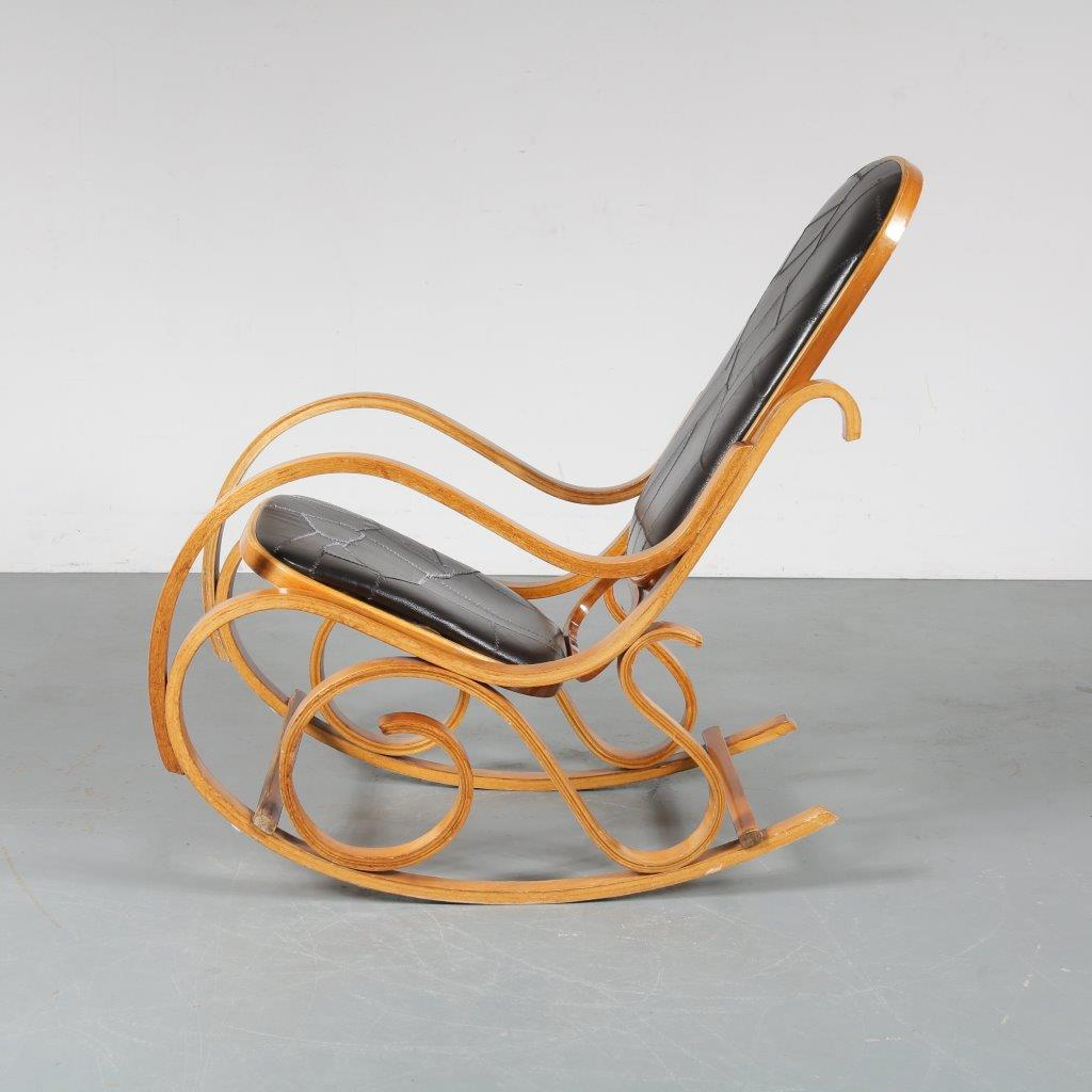 Tweedehands design 1970s Plywood rocking chair by Luigi Crassevig manufactured by Crassevig in Italy