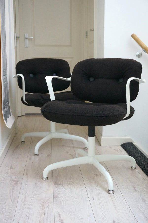 Tweedehands design 2x Knoll International, Bruce Hannah & Morrison stoelen