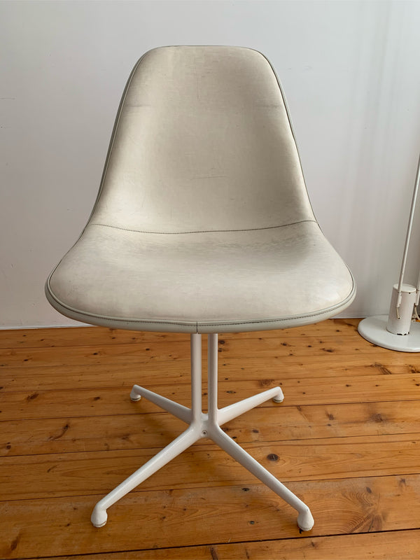 Tweedehands design 4x Ray & Charles Eames stoelen