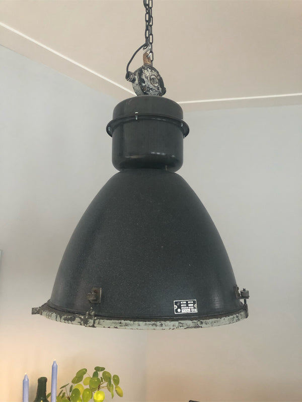 Tweedehands design Autentieke industriele fabriekslamp