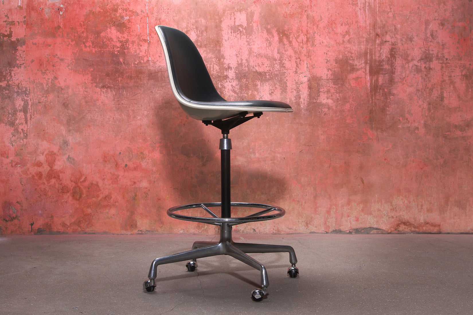 Tweedehands design Charles & Ray Eames Vintage Swivel Bar Stool For Herman Miller, 60s