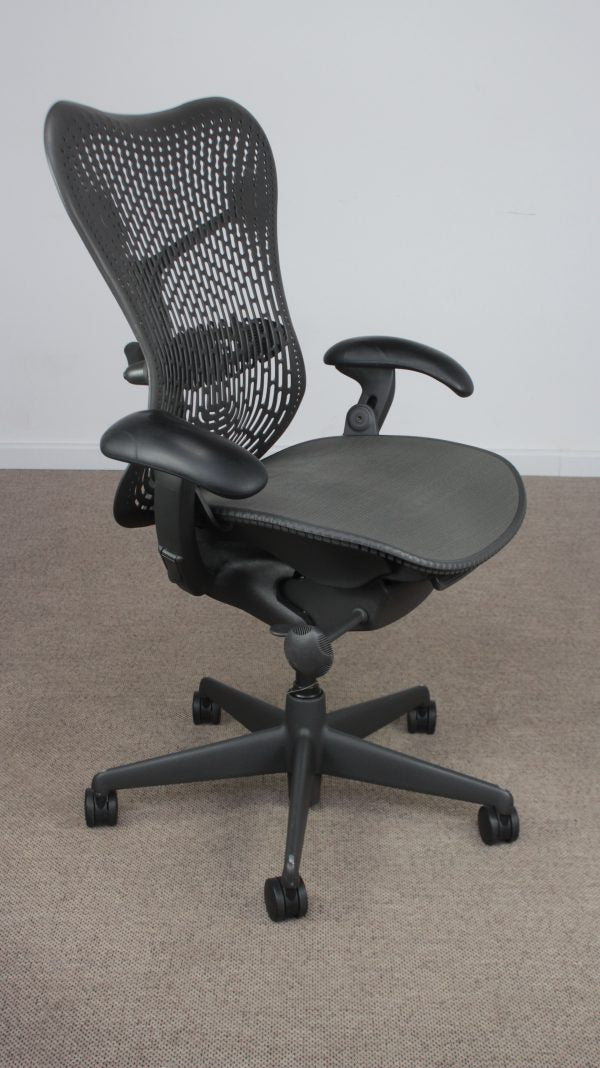 Tweedehands design Herman Miller Mirra Graphite Bureaustoel