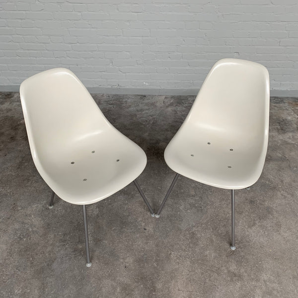 Tweedehands design Set/2 fiberglass DSX chairs by Charles and Ray Eames for Herman Miller, 1970s