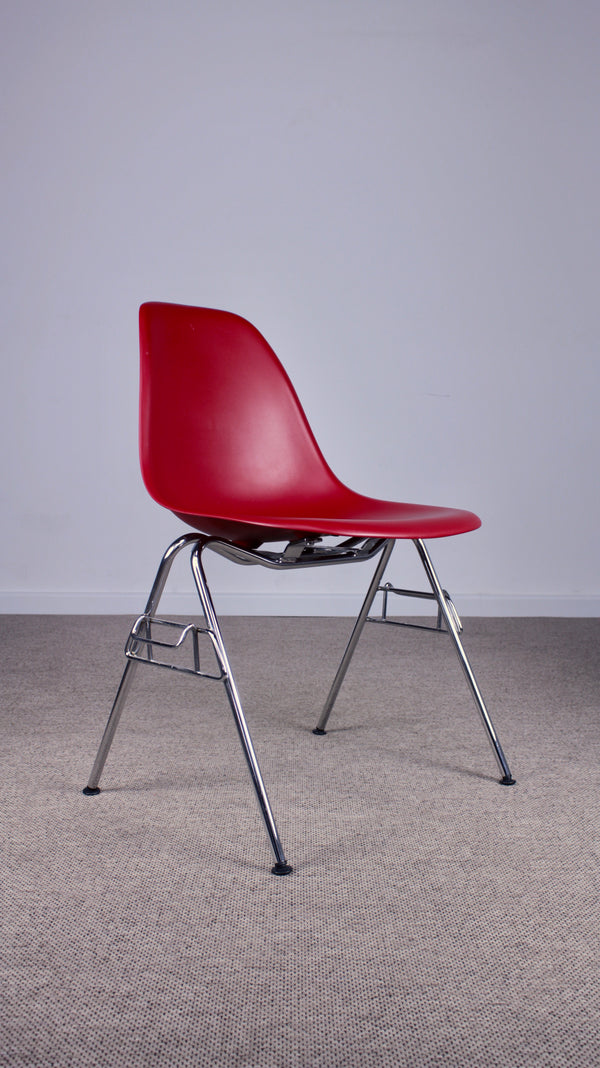 Tweedehands design Vitra Eames DSS stapelbare stoel Poppy Red