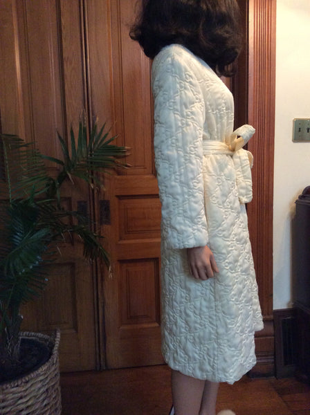 Vintage 1960's Cream Quilted Zipper Front Robe
