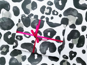 OVERSIZED LEOPARD WRAPPING PAPER- MONOCHROME