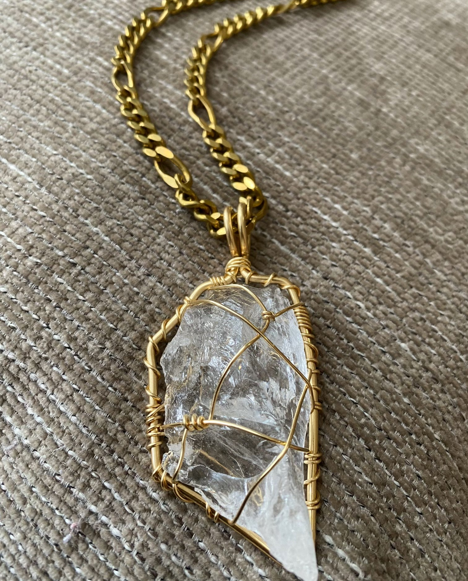 BRONZE+RAW CLEAR QUARTZ FIGARO NECKLACE