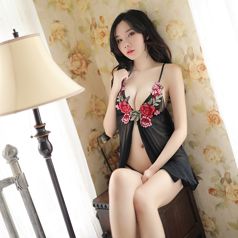 New erotic lingerie embroidered rose pajamas skirt hanging neck bra T-shaped open underwear three-point suit