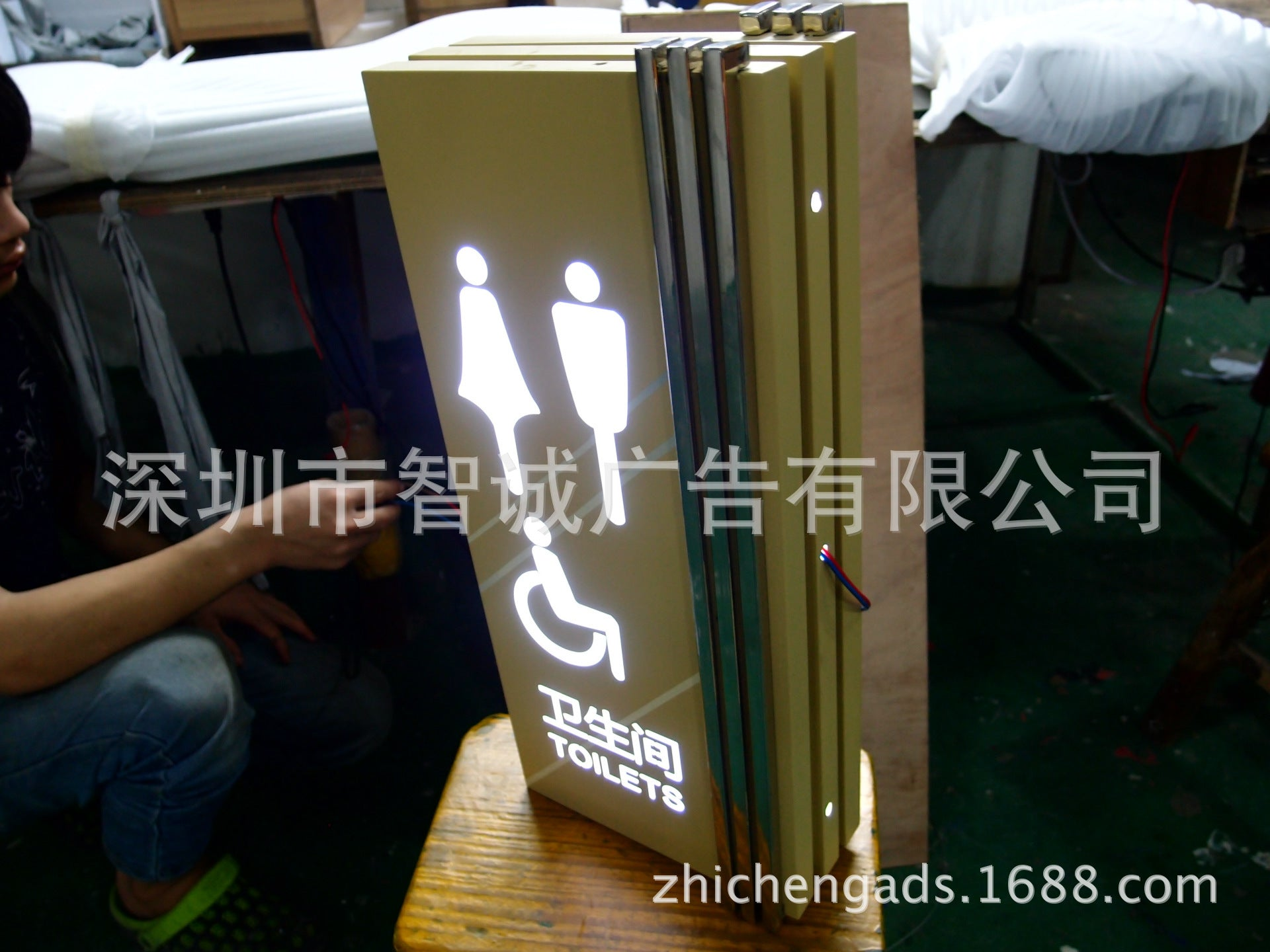 High-end shopping mall LED light box, luminous tag, bathroom card, manufacturer, material price