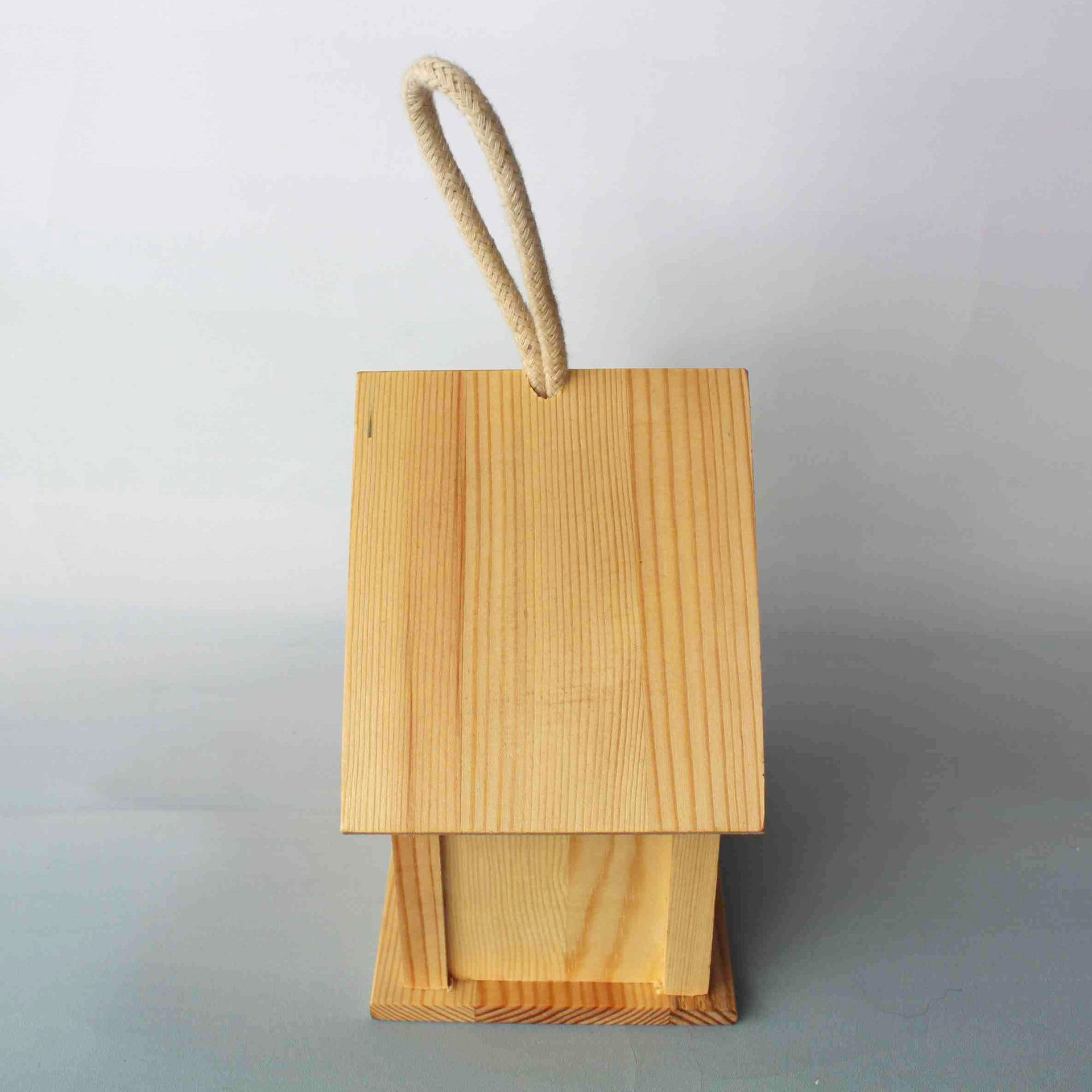 Wooden birdhouse pine house shaped garden square decoration factory wholesale wooden bird nest love bird house