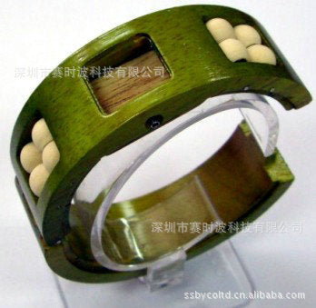 Manufacturer produces high-end creative pointer fashion rubber wood bracelet watch