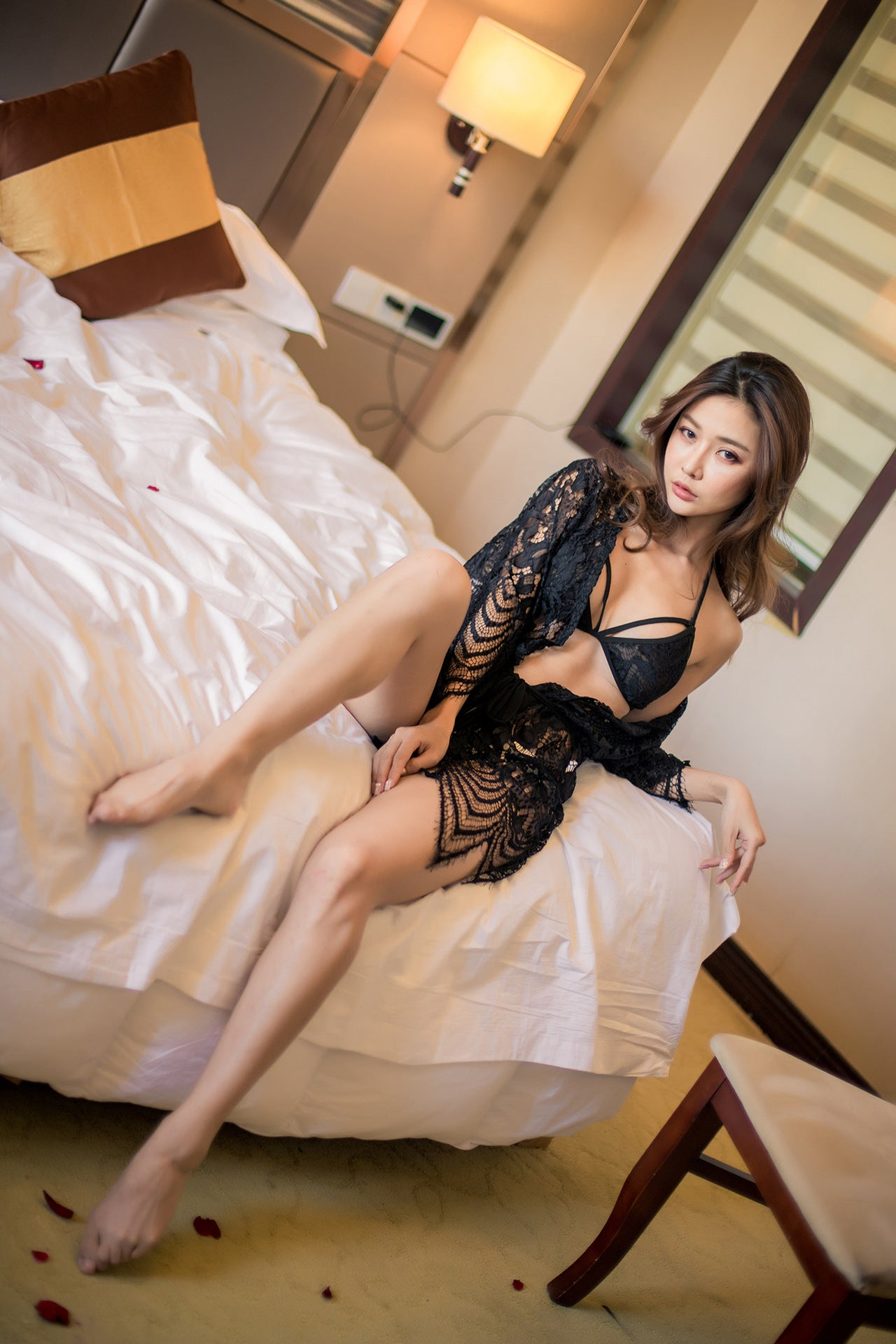 Spot Yi Xiang Man high-end sexy underwear female openwork lace suspender skirt sex underwear