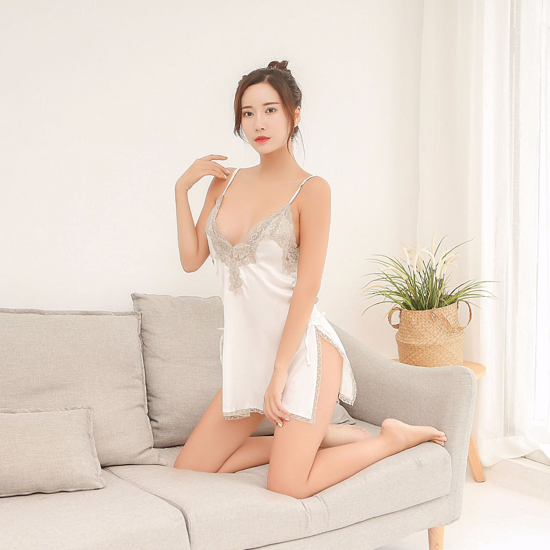 Europe and the United States foreign trade sexy pajamas lace embroidery deep V open back temptation sling strap nightdress spot a generation