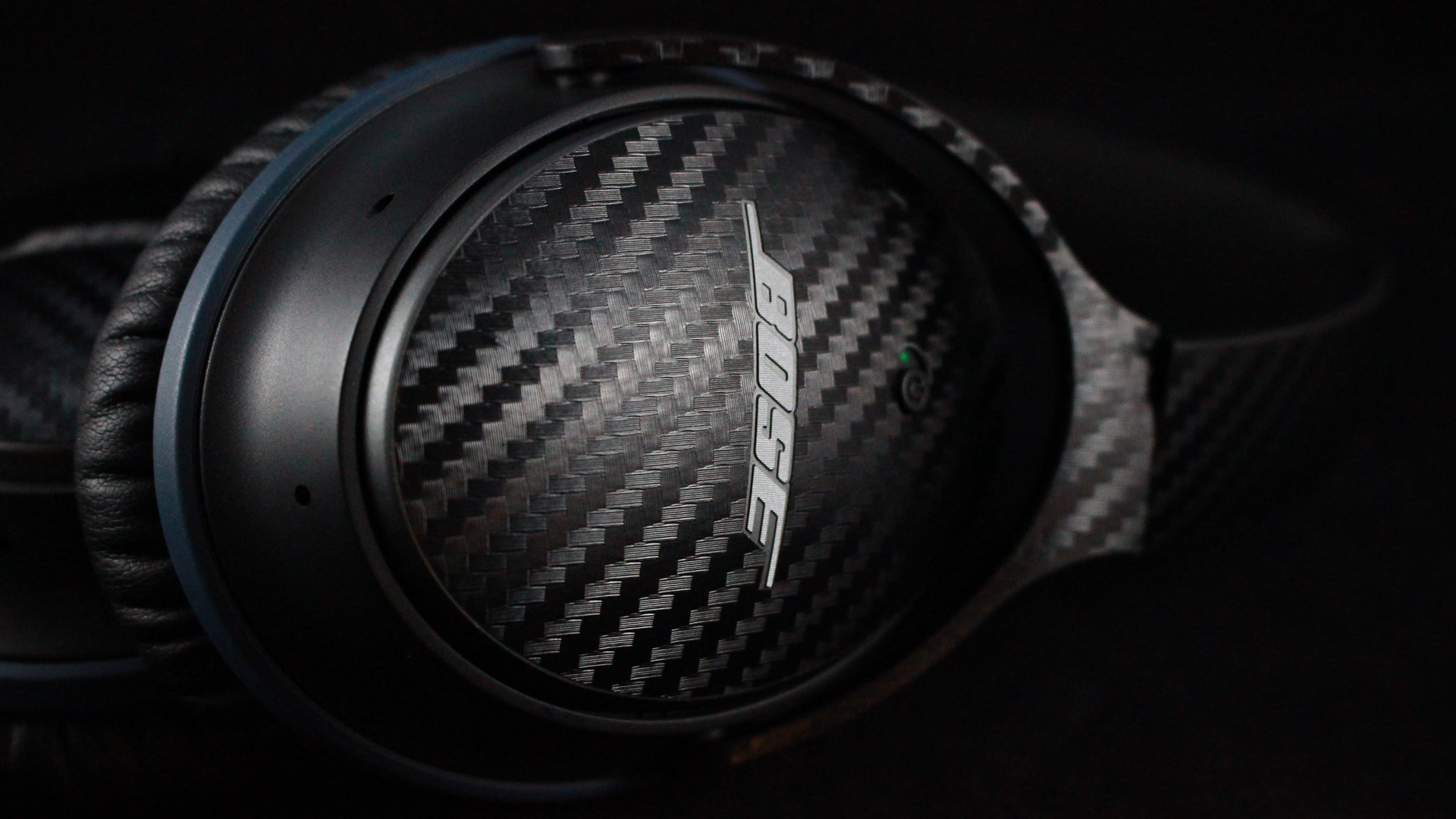 Bose QC25 Headphones Black Carbon Skins