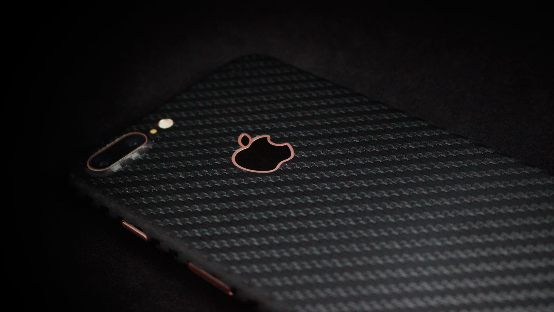 iPhone 7 Plus Black Carbon Skin