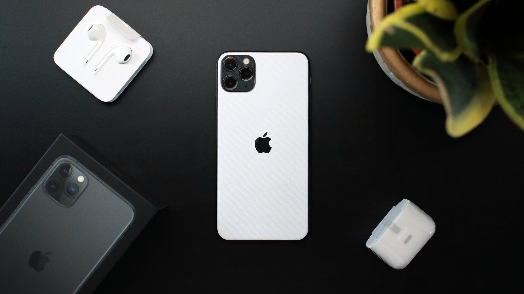 iPhone 11 pro Max White Carbon Fibre Skins