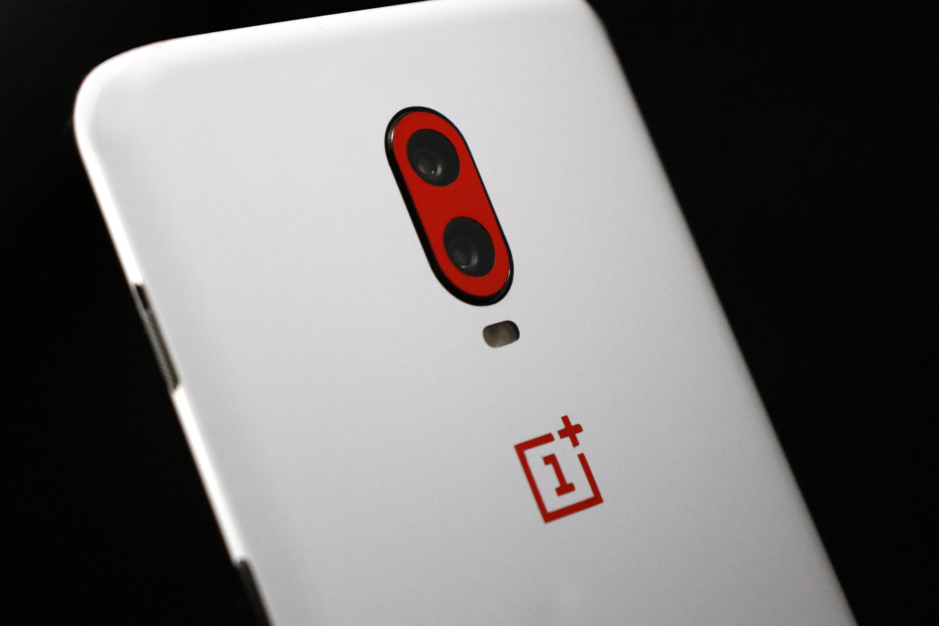 OnePlus 6T White Gloss and Dragon Red Gloss Skins