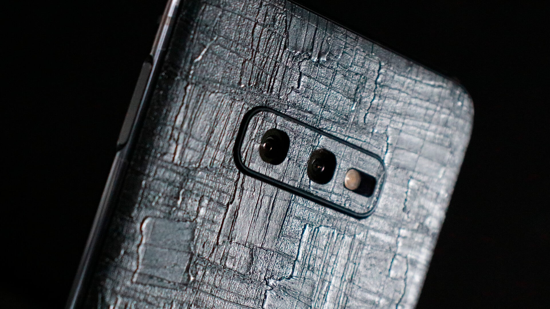Samsung Galaxy S10e Carved Charcoal Skins
