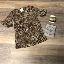 Load image into Gallery viewer, Leopard Ruffle Sleeve Top- Mommy