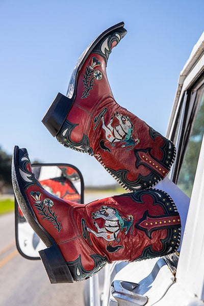 Giddy up! Much like their Midnight Cowboy namesake character, these retro mid-calf kicks are full of color and sass. The contrasting leather details frame the show-stopping element of these badass boots: a hand-stitched bucking bronco. Whether you're rocking them in bold black or rowdy red, these beauties make a statement that you're in for a wild ride!