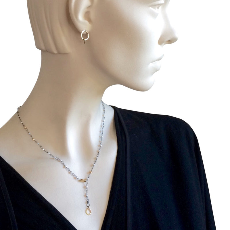 The Hand Tied Pearl Necklace With Gold Details