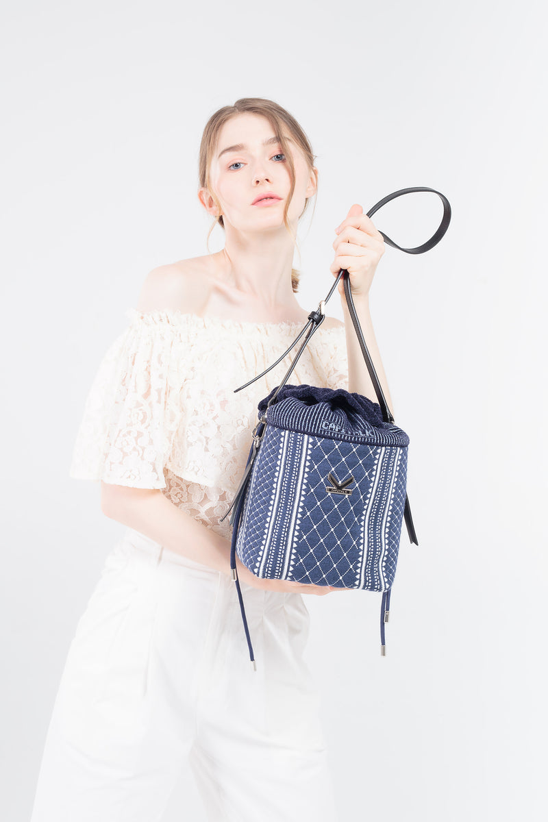 Crackles Embellish Diamond Bucket Bag Blue