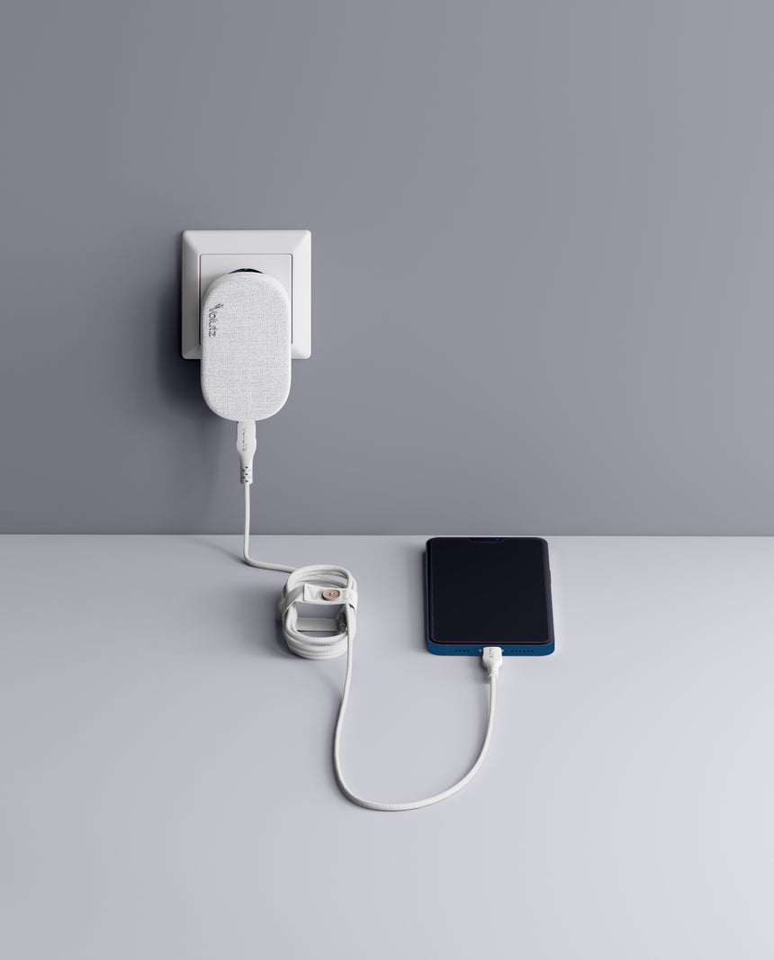 Quantum I 20W Ultra-slim Travel Charger USB-C Snow-white with Lightning to USB-C Cable - Volutz