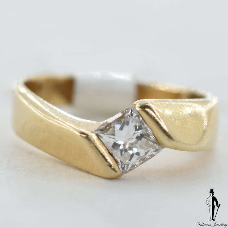 14K Yellow Gold VS2 Diamond (0.65 CT.) Swirl Style Engagement Ring
